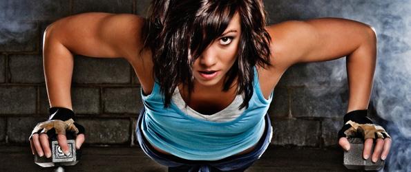 5 простых упражнений на руки в тренажерном зале для девушек