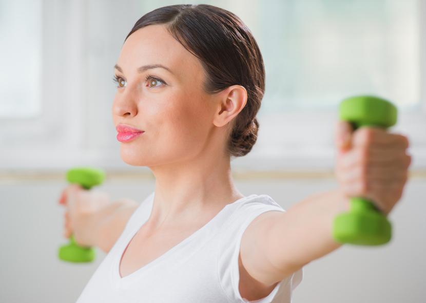 Упражнения для похудения рук с применением гантелей