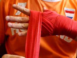 Как правильно заматывать руку боксерским бинтом?