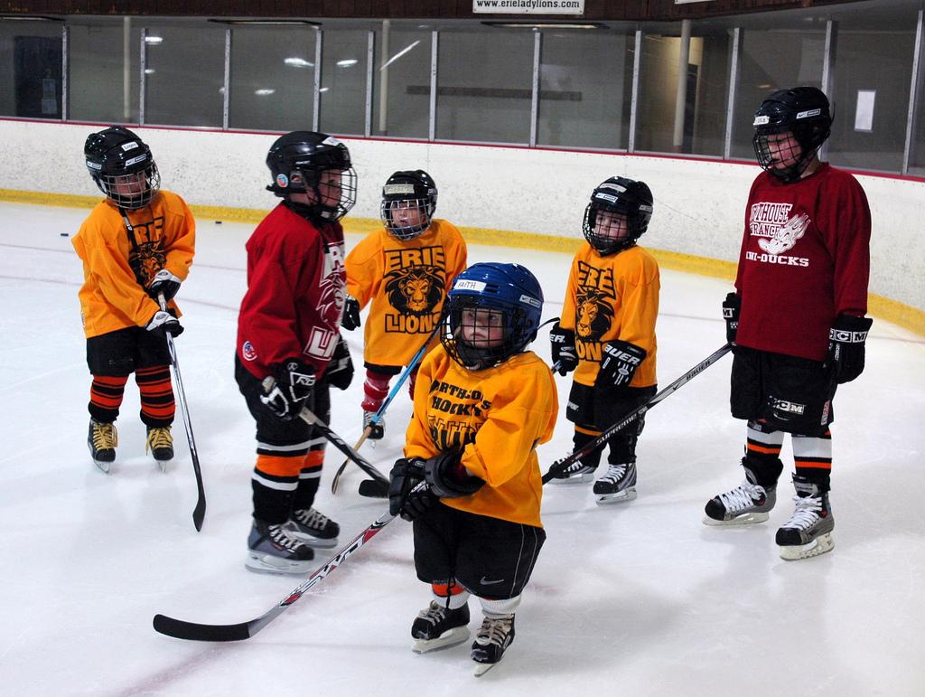 С какого возраста отдать ребенка на хоккей?