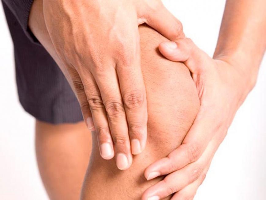 после тренировки болит колено