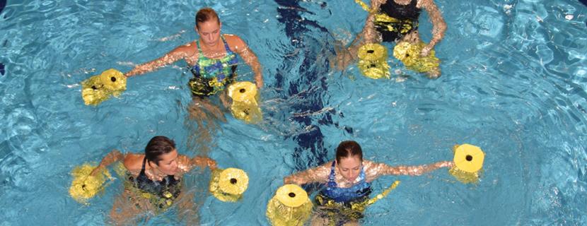упражнения в воде для живота
